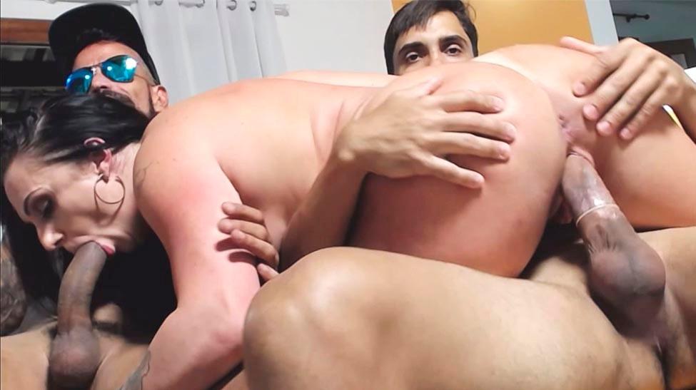 Chat de sexo com a morena Bruninha Fitness e dois atores bem dotados
