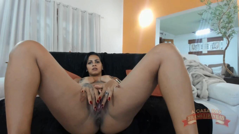 Grazy Moreno abrindo a buceta no chat de sexo