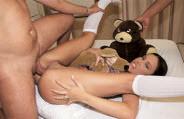 Monica Mattos empina bem a bundinha para fazer um anal delicioso