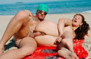 Coroa Márcia Ferro fica de quatro e marmanjo fode com a gostosa na praia