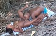 Tesão, calor, praia e muitas trepadas em Tropical Black 3
