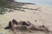 Três morenas gostosas se pegaram na areia da praia e gozaram gostoso na hora do oral!