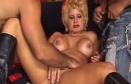 Amanda Bourbon encarou uma foda bissexual gemendo sem parar!