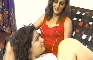Lésbicas fazendo ménage com o bem dotado