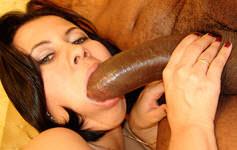 Morena aceita o desafio e faz sexo anal com Kid Bengala