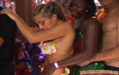 Ex-BBB Antonella faz uma festa de orgia com pornstars da Brasileirinhas.