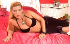 Marmanjo goza na cara da famosa Rita Cadilac.