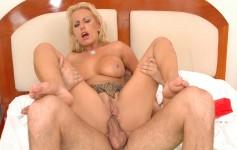 Pamela Butt brinca com consolo