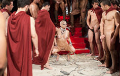 Deusa Phoenix dá o cu para gladiador bem-dotado