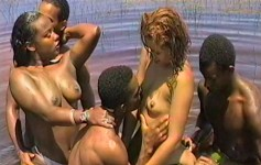 Orgia com lésbicas gostosas e três bem dotados