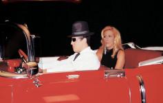 Rita Cadillac deu a bucetinha em cima de um cadillac vermelho