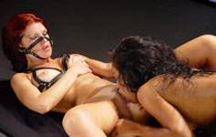 Lana Starck capricha no boquete antes de se abrir todinha pro marmanjo