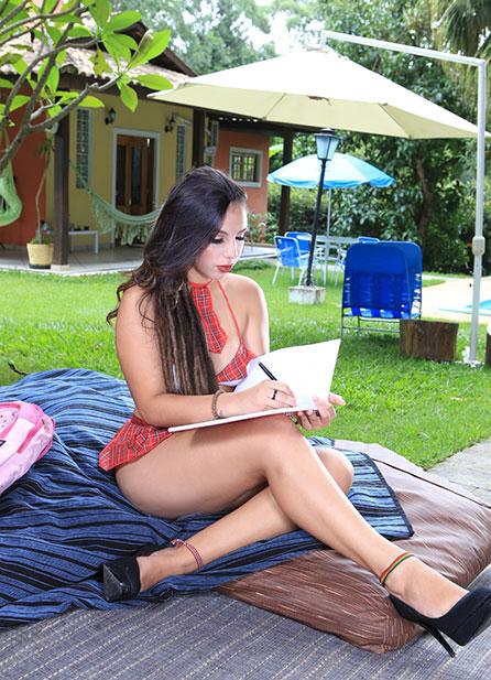 Letícia Ferola