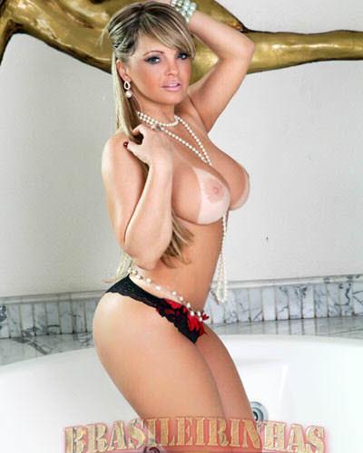 Peituda, rabuda e tatuada Cibelle Mancini pelada em fotos eróticas