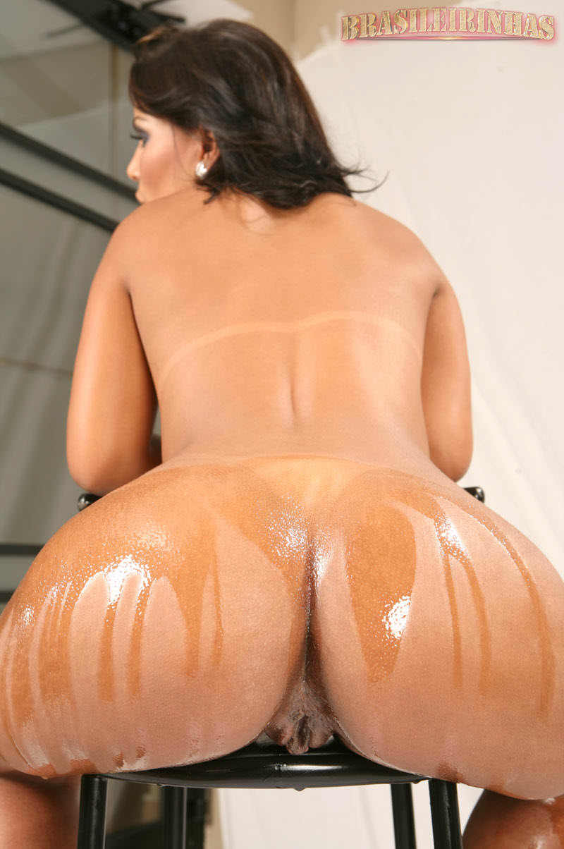 Jade Mostrando A Bunda E Buceta Molhados
