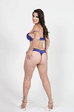 moreninha mostra sua bunda grande de lingerie
