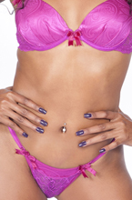 mulatinha faz pose sensual com sua lingerie sexy