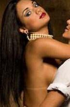 thammy gretchen com olhar sensual para julia paes