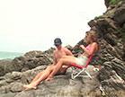bem dotado e novinha gostosa namorando na praia