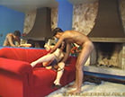 casal se paga gostoso no sofa