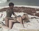 cris bel fica de quatro na areia pra tomar rola na bucetinha