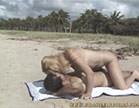cris bel fode com marmanjo no meio da praia