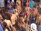 festa de carnaval com travestis