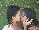 gina jolie beijando outra gostosa