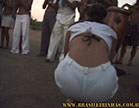gostosa se agachando pra jogar capoeira na bahia