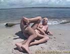 gostosa sem vergonha toma muita rola na praia