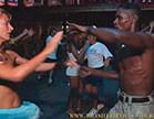 gostosas e bem dotados dancando em festa de carnaval