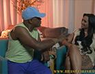 kid bengala entrevista a moreninha e a deixa bem safadinha