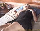 loira gostosa dormindo ncom vestidinho curto