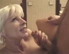 loira safada fazendo sexo oral no bem dotado