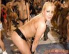 loirinha se exibe durante carnaval da putaria