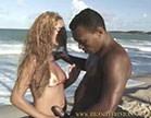 loirinha se pega com negao na praia