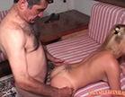 mariazinha liberando a bucetinha pro pai