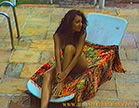 morena gostosa sensualizando na cadeira de praia