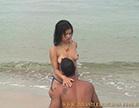 morena safada tira o biquini e deixa marmanjo chupar seus peitos na praia