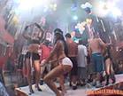 morenas dancando ate o chao em carnaval