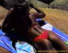 mulata linda tomando sol