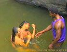 negao tira a sorte grande e encontra duas lesbicas na cachoeira