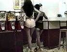 novinhas comprando bala com roupas curtas
