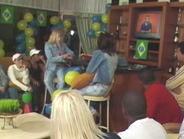 participantes do reality show na sala