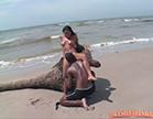 pequena ganhando lambida gostosa na buceta na praia