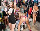 renatinha gaucha pagando peitinho em festa de carnaval