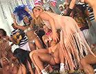 rita cadillac apresenta o carnaval e deixa muita gente excitada