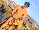 safada empina a bunda grande e e arregacada na praia