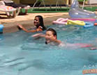 sexo entre lesbicas na piscina