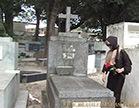 viuva gostosa desfilando pelo cemiterio